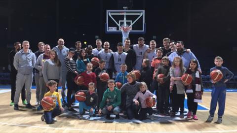 Besuch beim BC Lietkabelis (Penevezys) mit dem Kindertagszentrum Sypsenele